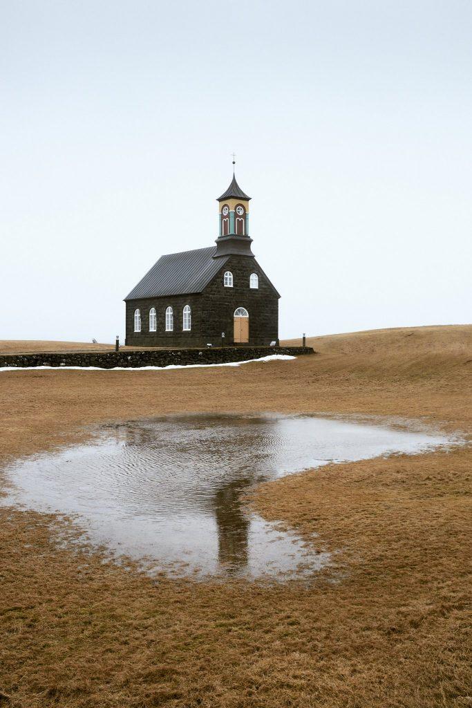 Lourdes-del-Cerro-Hvalnes-Islandia